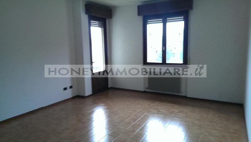 Salsomaggiore terme vendita appartamento offerta rif a02674 for Piani di appartamento garage due camere da letto